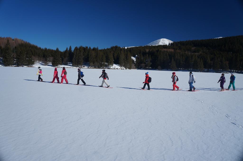 Traversée d'un lac gelé avec un professionnel de la montagne