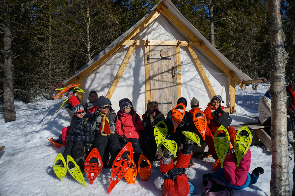 En raquettes à neige au camp trappeur