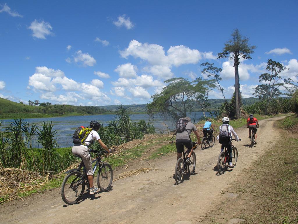 En VTT au lac et volcan Arenal