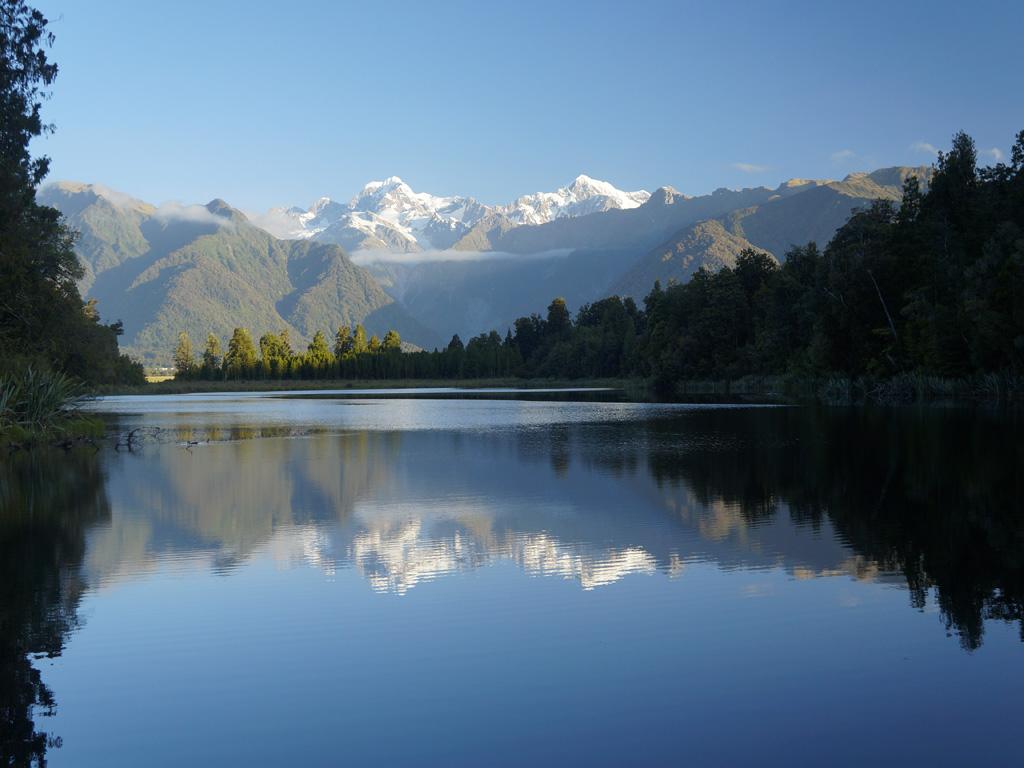 Le Mont Tasman (3497m) et le Mont Cook (3724m) qui se reflète sur le lac-Matheson