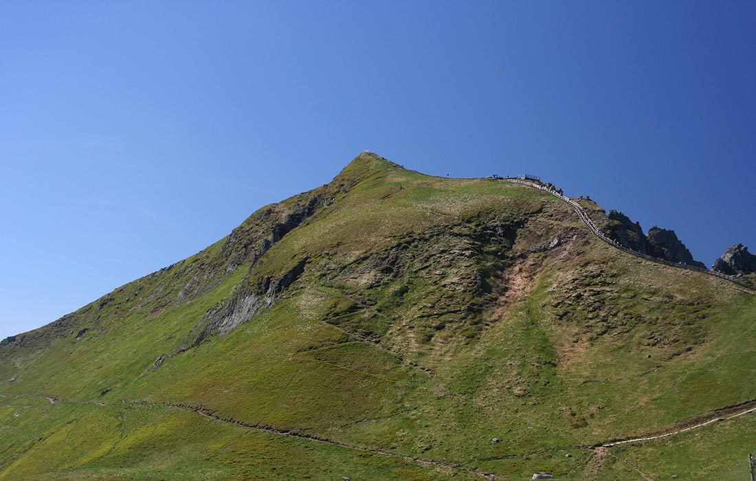 Le Puy de sancy,1886m, point culminant du Massif Central et plus haut volcan de France métropolitaine