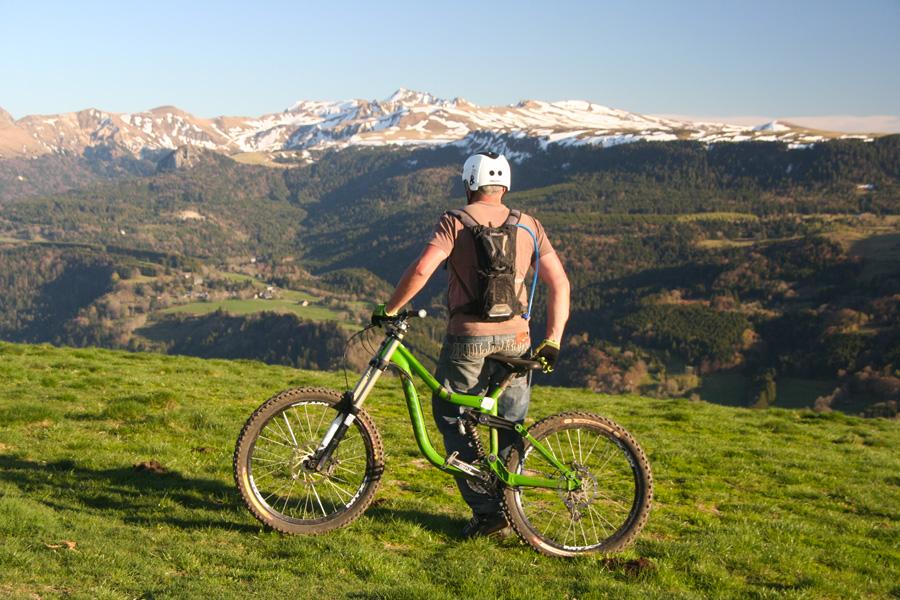VTT enduro sur les volcan d'Auvergne