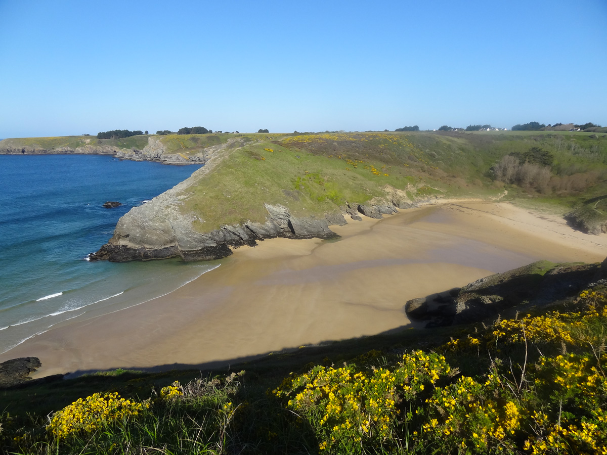 La côte sauvage et la plage d'Herlin