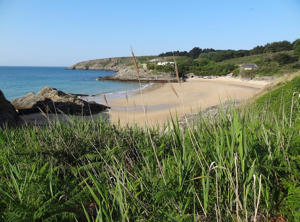 Plage et fortin à Port Andro